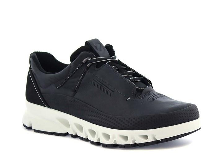 svart ecco sneaker